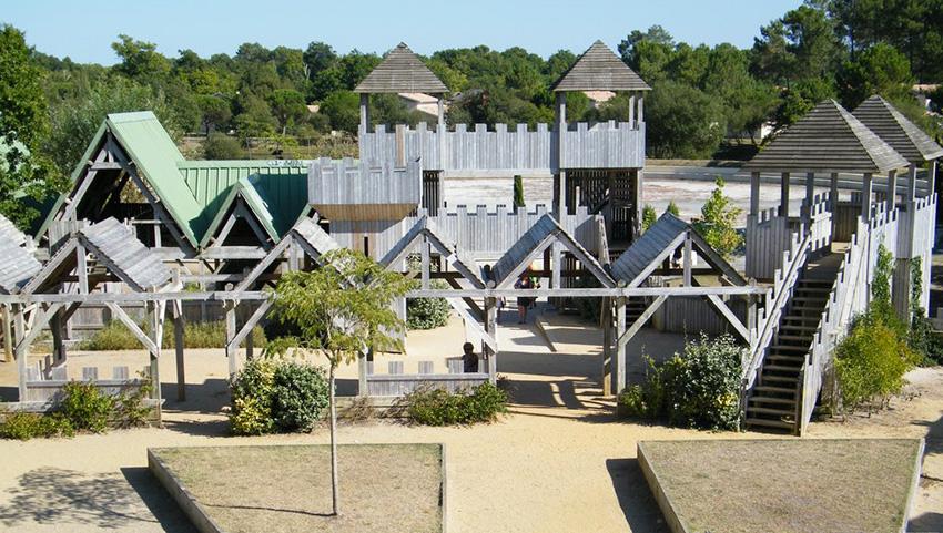L'ile aux enfants à Hourtin Port, un lieu d'activités unique pour les enfants en vacances à Hourtin