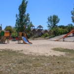Jeux pour enfants sur l'ile aux enfants à Hourtin en Gironde