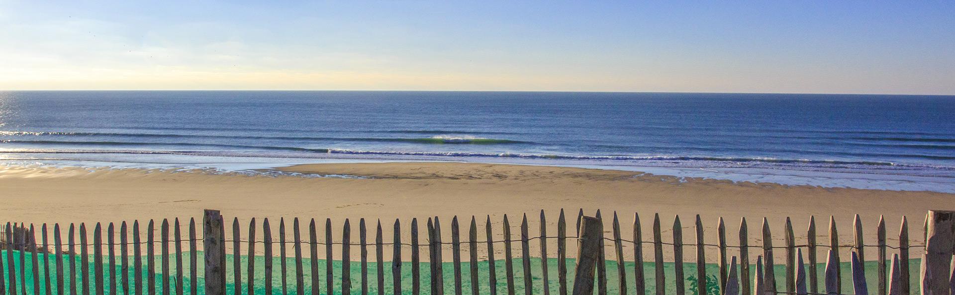 Panorama sur l'océan et les vagues à Hourtin Plage en Gironde