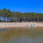 Plage surveillée lac d'Hourtin à Piqueyrot
