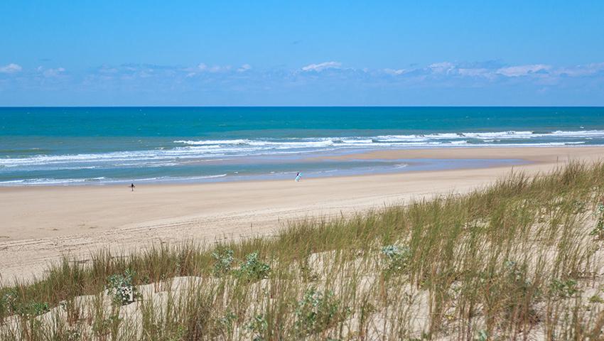 Banc de sable à Hourtin propice à la pratique du surf sur la plage de Hourtin