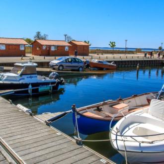Mise à l'eau de bateau dans le port d'Hourtin
