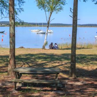 Balade au bord du lac à Piqueyrot